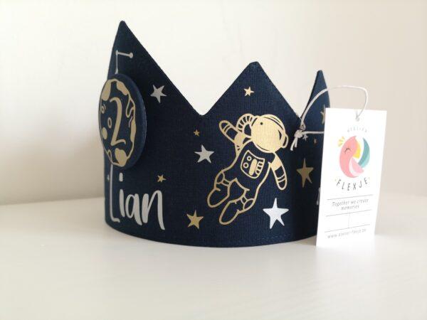 Verjaardagskroon into space
